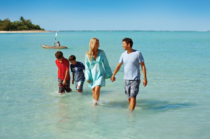 Muri beach Craig Owen 12family01 342 LR Cook Islands Family - Travel-Themed March Break Activities